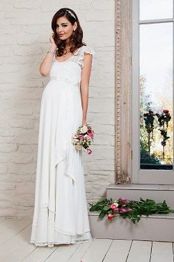 Schwanger auf der Hochzeit? Kein Problem, es gibt auch wunderschöne Brautmode für unsere schwangeren Bräute.