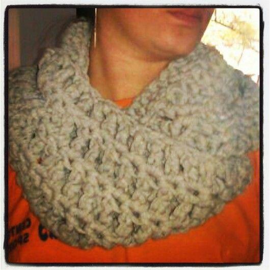 Terminada la bufanda circular! Y es que.. we are knitters! xD #fular #bufanda #crochet #ganchillo #moda #fashion #lascosasdelalma