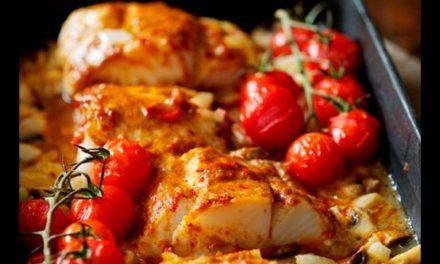 Oslić s paprikom i paradajzom