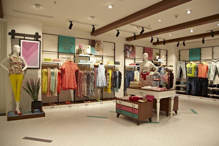 Многогранный дизайн магазина модной одежды Solly