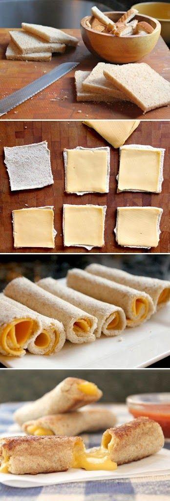 Deliciosos Palitos de queso en 5 minutos! Aparte de los TEQUEÑOS está esta version hecha con pan sin tener que amasar:   Le quitamos los bordes del pan de molde. Aplastamos el pan con un rodillo o con la mano Agregamos queso Gouda o el queso que más te guste Enrollamos cada pan y... Gratinamos por 5 minutos en el horno. y ¡Listo!       Mira la receta de Los Tequeños rellenos de queso aqui ^.^ http://youtu.be/9TD22Bbc3kQ