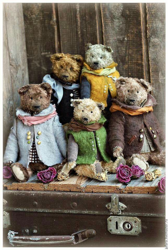 Antique Teddy bears dressed up in old fashioned clothes. So adorable.