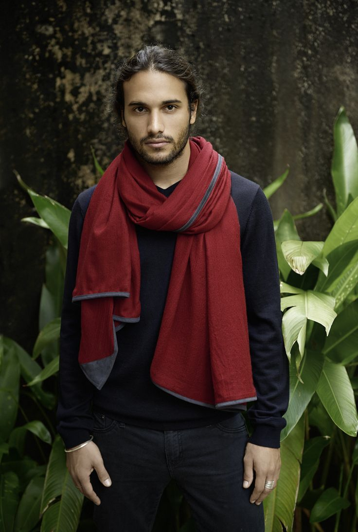 KINSFOLK Cashmere Scarves // KINSFOLK is devoted to preserving the craft of handmade textiles by combining traditional methods with a modern aesthetic. Our goal is to celebrate enduring design that inspires for a lifetime. Our principles are to manufacture ethically and ensure that artisans earn a sustainable living. //  http://shop.kinsfo.lk/