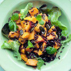 Sałatka z czarnym ryżem, pieczonymi batatami i pestkami dyni | Kwestia Smaku