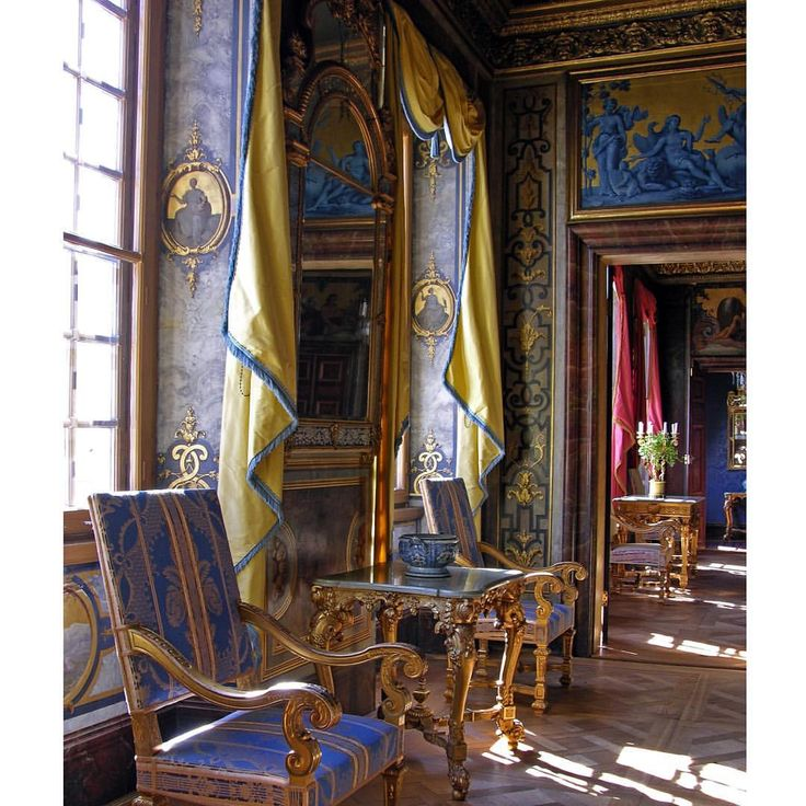 The Ante Room at the Tessin Palace is decorated in blue and gold. The overdoors are copied after paintings by Salvatore Rosa. All the original furniture has long since gone and the present Baroque chairs were commissioned in 1912 to replace the missing pieces. #hakangroth #tessin #tessinpalace #tessinskapalatset #stockholm #sweden #baroque