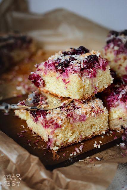 Kokos-Kirschkuchen vom Blech / Coconut Cherry Sheet Cake | Ina Is(s)t