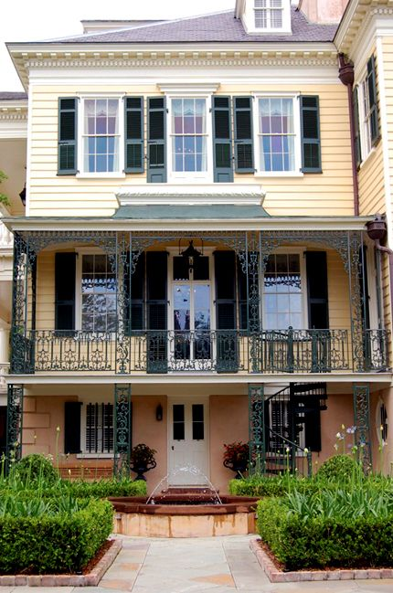 The Gaillard-Bennett House at 60 Montagu Street in Charleston, SC, c. 1800  One of Charleston's great urban estates with the carriage house and kitchen building still extant.