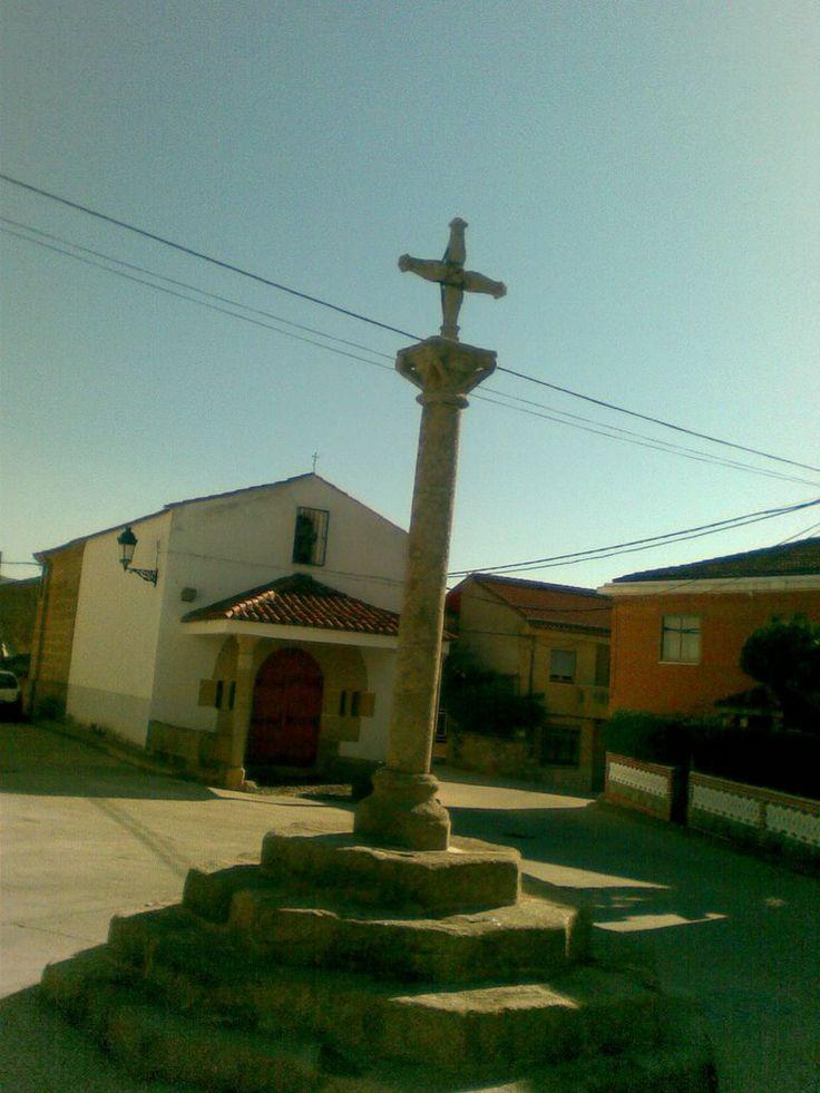La Cruz junto a la Ermita del Santo Cristo.