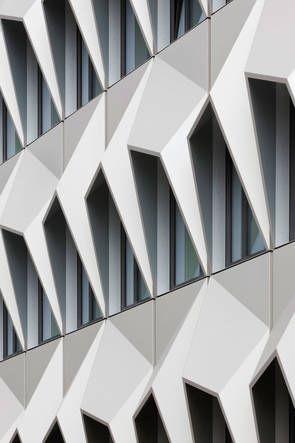Grundinstandsetzung und Erweiterung des Hochhauses C10, Hochschule Darmstadt, Staab Architekten