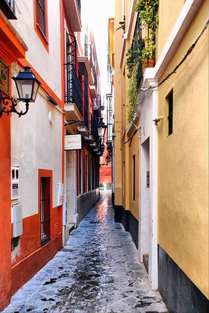 Alley in Spain - Sevilla - Calle Sierpes