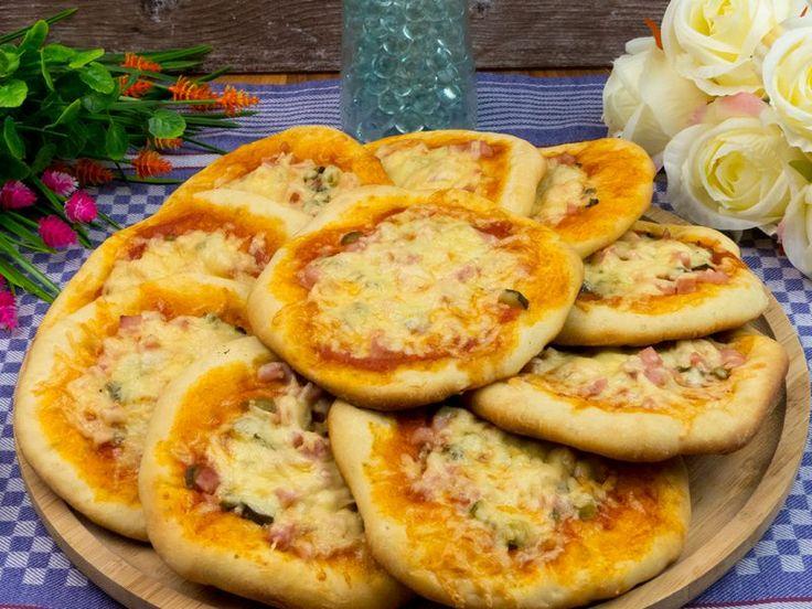 Mini pizza cu șuncă și castraveți murați – cel mai bun deliciu pentru mic și mare!