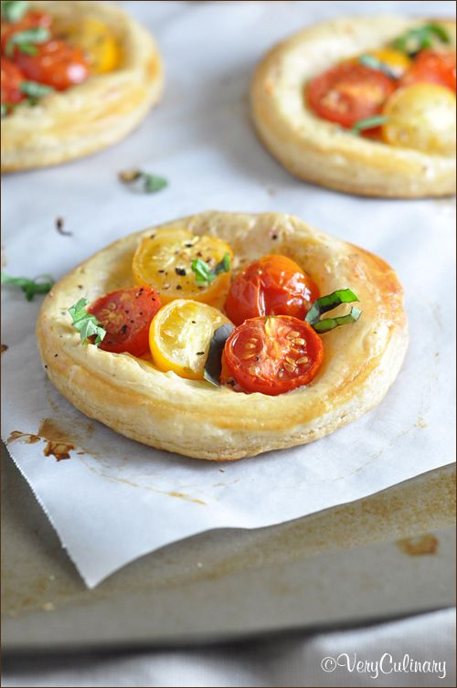 These tomato and basil puff pastry tarts are fresh, light, and delicious. They're incredibly easy, but look so fancy! #puffpastry #ad