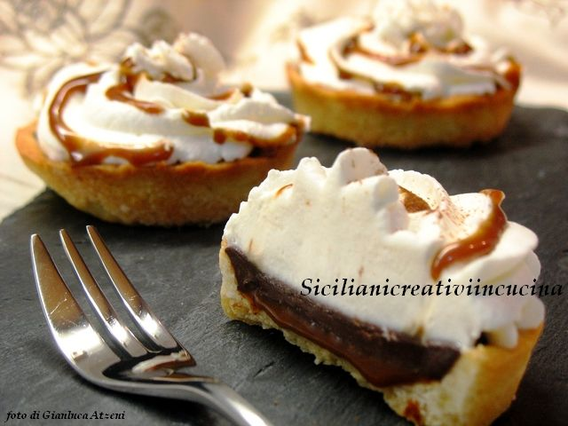 Crostata al cioccolato, panna e caramello salato | SICILIANI CREATIVI IN CUCINA |