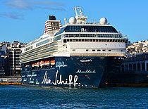 Το Mein Schiff 2 πλευρισμένο στον Πειραιά. 09/05/2016.