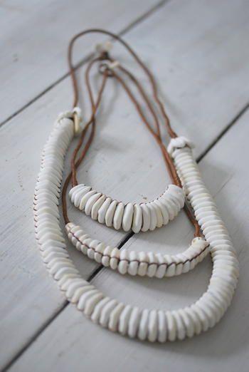 Les Guerriers d'amour - collier de coquillages - MOYEN