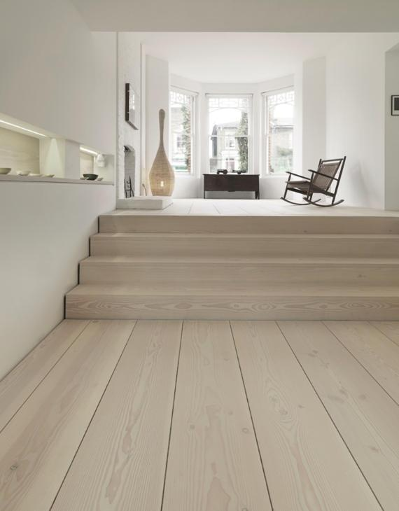Dinesen. Stairs grain perpendicular to rest. Channel instead of baseboard.
