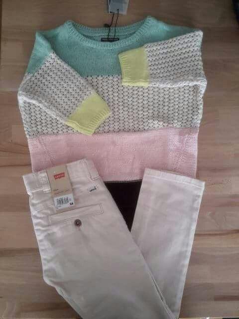 Conjunto de pantalón loneta en rosa pálido, de Levis y jersey multicolor de Tommy Hilfiger. Pantalón 45,00 €: http://wearekiddys.com/producto.php?pid=368&cid=1147&cat=3 Jersey 39,95 €: http://wearekiddys.com/producto.php?pid=248&cid=701&cat=3
