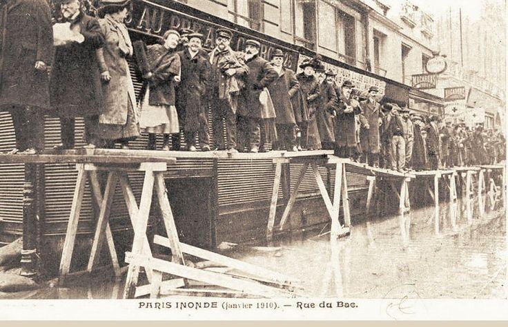 La rue du Bac lors des inondations de fin janvier 1910