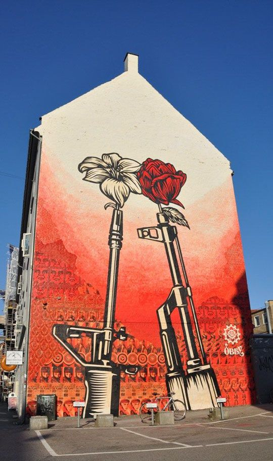 """Guns n' roses"". Artist : Shepard Fairey. Août 2011. Location : Copenhague. #streetart, #graffiti, #urban."