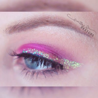 What a statement: glitter in pink, and uber-glam lashes. Preen Me VIP Emilee S., uses the gift she received from Tweezerman #realbeautygenius to perfectly perm her fringes.   The ProCurl Lash Curler works wonderfully with any eye shape for that extra pop.