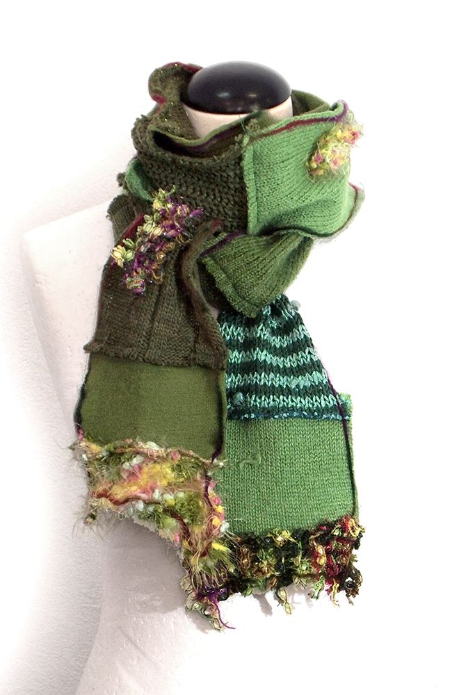 Kesidov -Mitochondria scarf - Mainly woolen scarf completely upcycled. Total length about 230 cm. 23.00 €