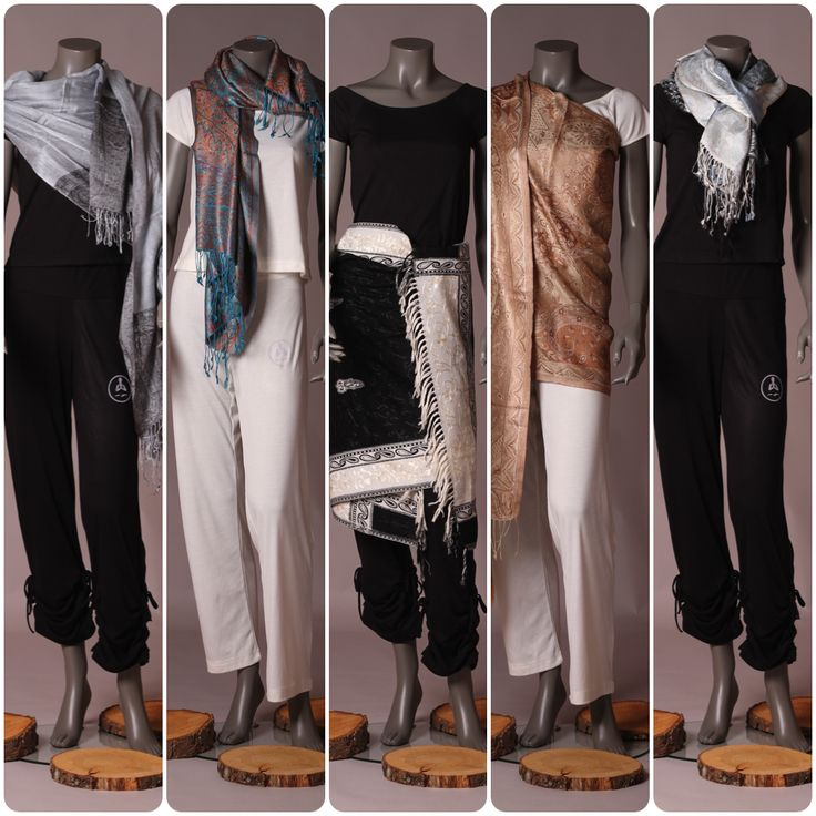 Stoles and Shawls. € 35.00