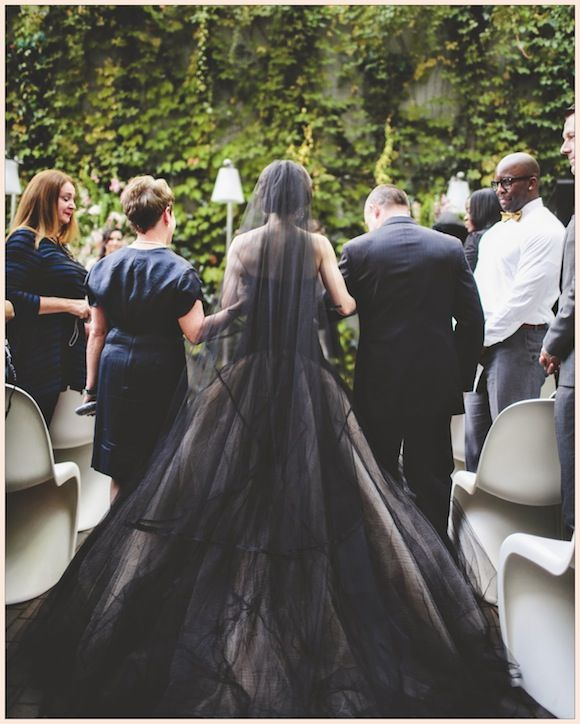 Holy shit this is amazing! Black and cream Vera Wang dress!
