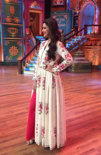 """Sonali Bendre in Purvi Doshi White Floral Printed Full Sleeves """"V"""" Shape Neck Floor Length Dress"""