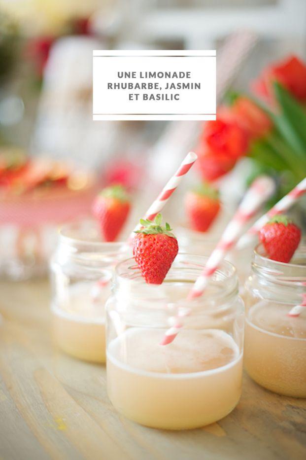 limonade rhubarbe jasmin et basilic. A présenter dans des bocaux pour le côté pique nique rustic et une petite fraise pour la couleur