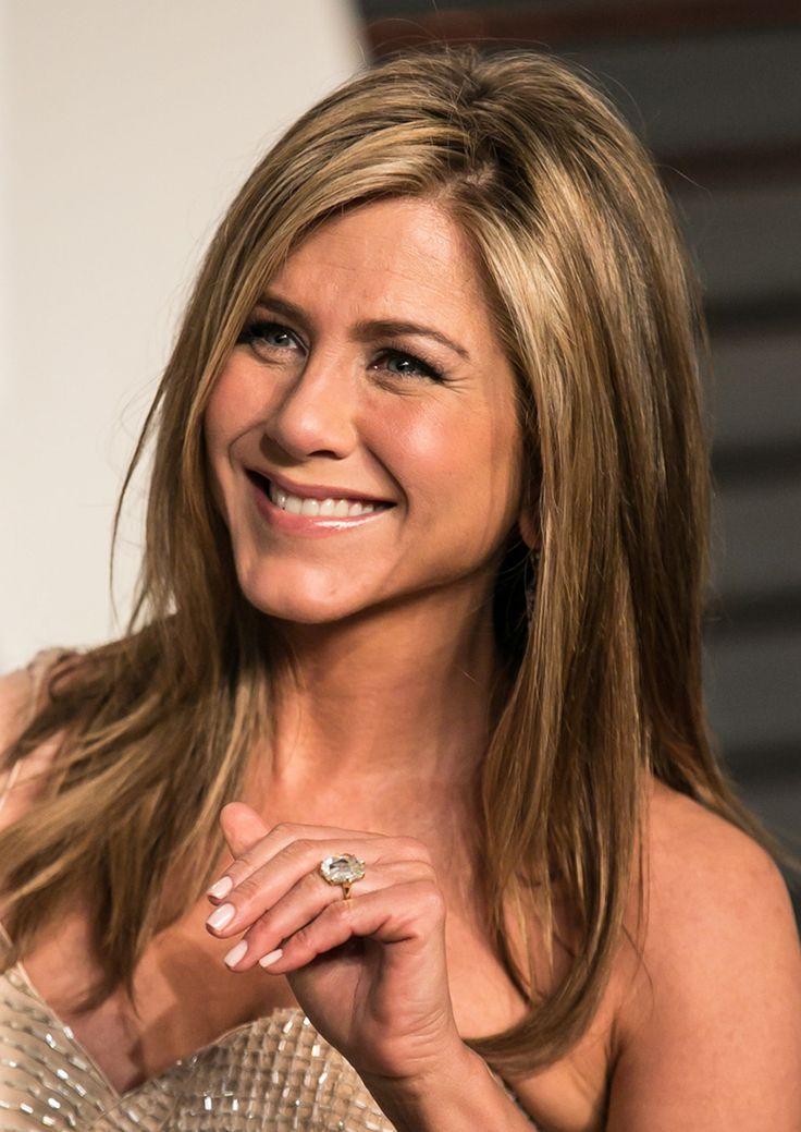 Anel de noivado da atriz Jennifer Aniston, avaliado em 500 mil dólares. (Créditos: Brian To / WENN.com)