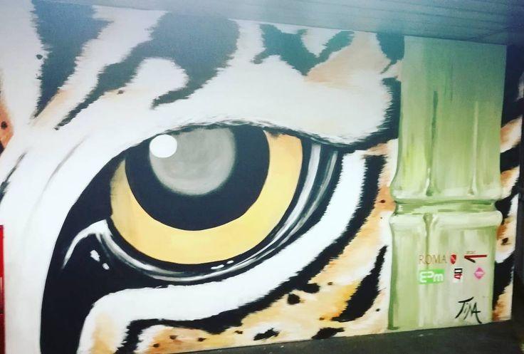 Street art in metropolitana! . . #streetart #streetartist #rome #Roma #metropolitana #tube #graffiti #tiger #eyeofthetiger