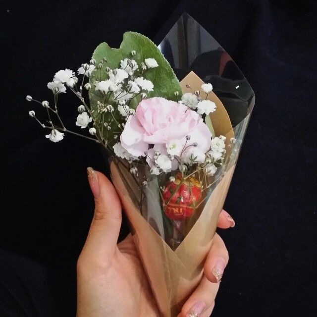 bunch of flowers with candy for whiteday(it is day for giving candies to girlfriend) 캔디 화이트데이 꽃다발