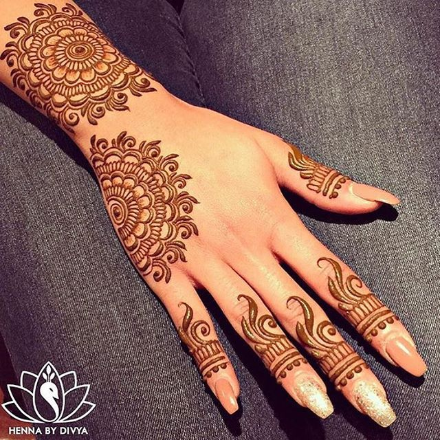 Definitely lovin' this gorgeous #henna design by @hennabydivya -- what do you ladies think?