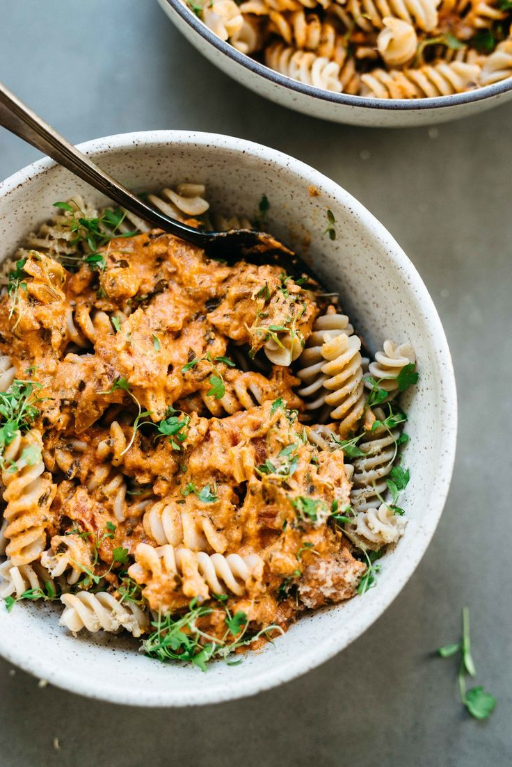 Cozy Weeknight Staple: Creamy Vegan Tomato Sauce | dolly and oatmeal