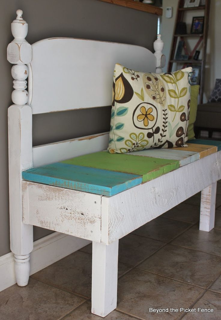 Reclaimed Wood Headboard Bench with Sstorage http://bec4-beyondthepicketfence.blogspot.com/2014/08/bench-with-storage-beyond-picket-fence.htm...