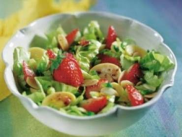 Receita de Salada Primavera de Morangos - Tudo Gostoso