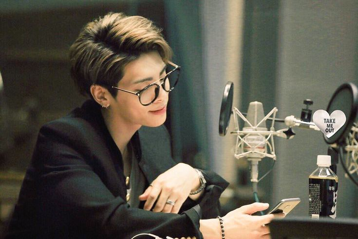 You are one of my inspirations. Knowing you is a bless. This picture shows how beautiful you are as a person. And Jonghyun; you have done well in your life. Rest in Peace.