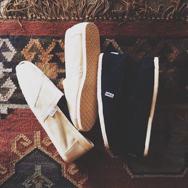 Toms Black Canvas.