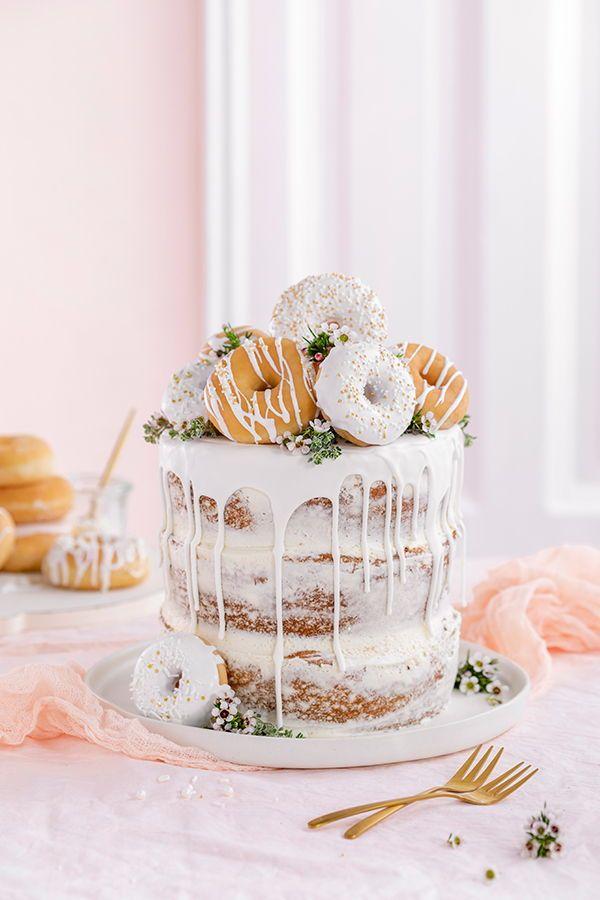 Donut-Torte  ganz ohne Backen! Perfekt als Geburtstagstorte oder Hochzeitstorte….  – Geburtstagstorte