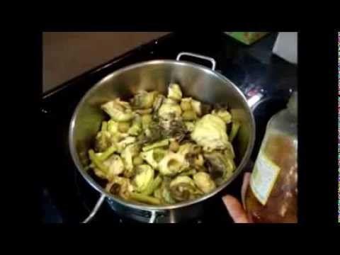 Alcachofas estofadas con patatas y huevo pochée - YouTube