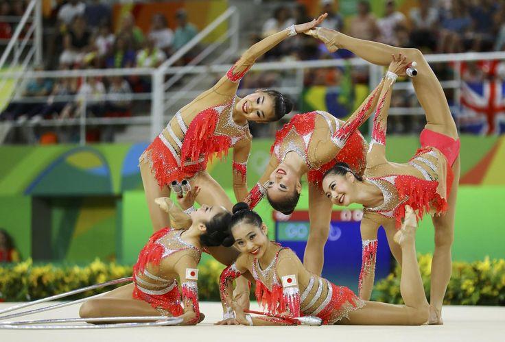 【DAY16】新体操団体予選で、日本はリボン17.416点、フープ・クラブ17.733の合計35.149点で5位につけ、2大会連続の決勝進出を果たしました。#がんばれニッポン #新体操 #Rio2016