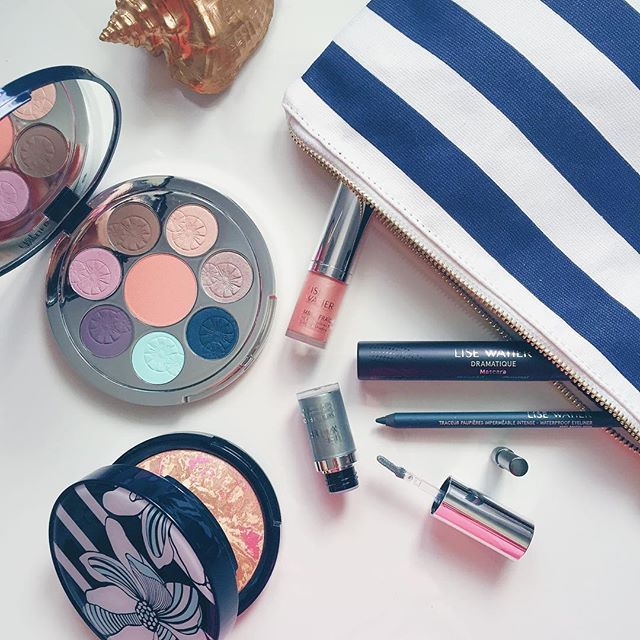 Les favoris de la collection #EscaleLW d'@alexfbeauty : la poudre bronzante bien sur, et le crayon pour les yeux Vert Marin, c'est siiiii beau sur des yeux bruns!  #maquillage #collectionete #escale #lisewatier ⚓️ | @alexfbeauty's #EscaleLW favourites? The bronzing powder of course and the Vert marin eyeliner which is perfect for brown eyes #makeup #summercollection #lisewatier #escale #nautical