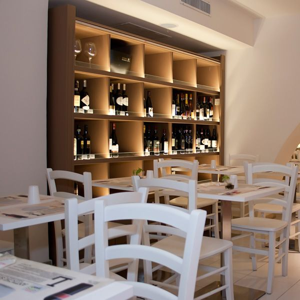 PALERMO. Gusti di Sicilia - RistoCibus. Таверна Cibus (via Emerico Amari 64) — отличный вариант для обеда: она расположена в магазине с превосходным винным отделом. Вариантов, для того чтобы закусить, полно: маринованные артишоки и баклажаны, запеченные с томатным соусом и пармезаном, мясо, копчености, сыры и сезонные овощи.