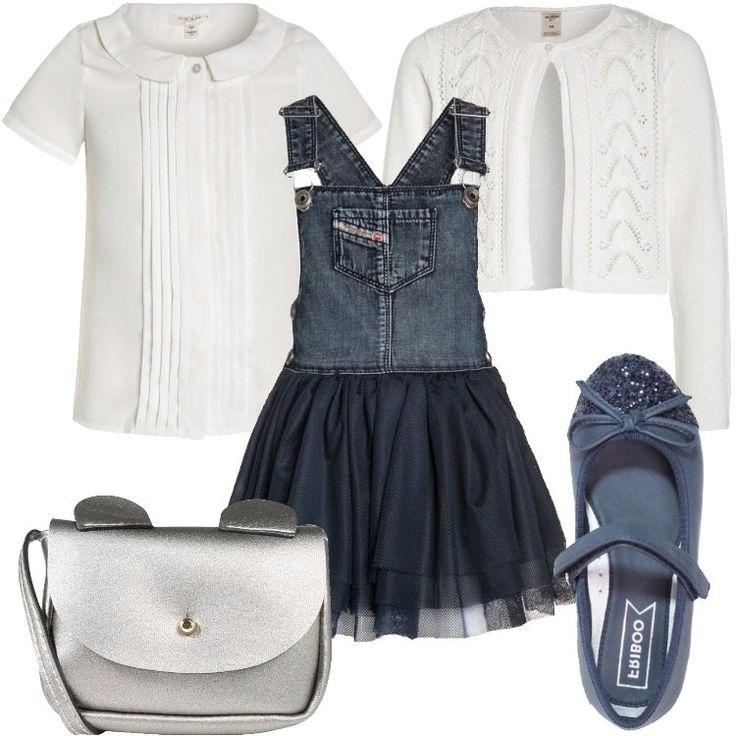 La camicetta ed il cardigan bianchi sono classici, ma la salopette in jeans con gonna sbarazzina è originalissima. Le scarpe rimangono eleganti: ballerine blu in finta pelle con cinturno e brillantini sulla punta. La borsetta color argento con orecchie dona un altro tocco divertente.