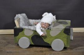 Stoere kinder leger jeep