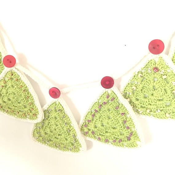 Check out this item in my Etsy shop https://www.etsy.com/listing/556691085/christmas-tree-crochet-garland-green