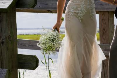 This beautiful bride is carrying delicate baby's breath in Corolla, North Caroline. #DestinationWedding