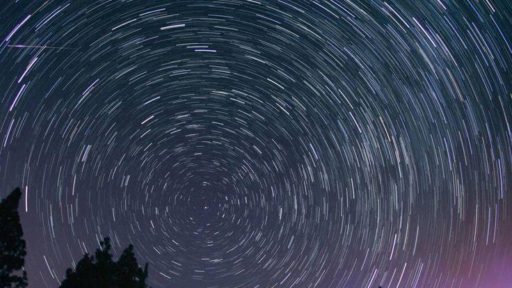 En este vídeo explicamos qué ocurre en el espacio para que veamos estrellas fugaces en el cielo como las de San Lorenzo