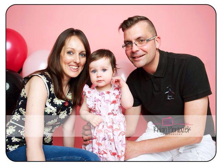 Families. Parents and daughter. Rhian Pieniazek Photography.