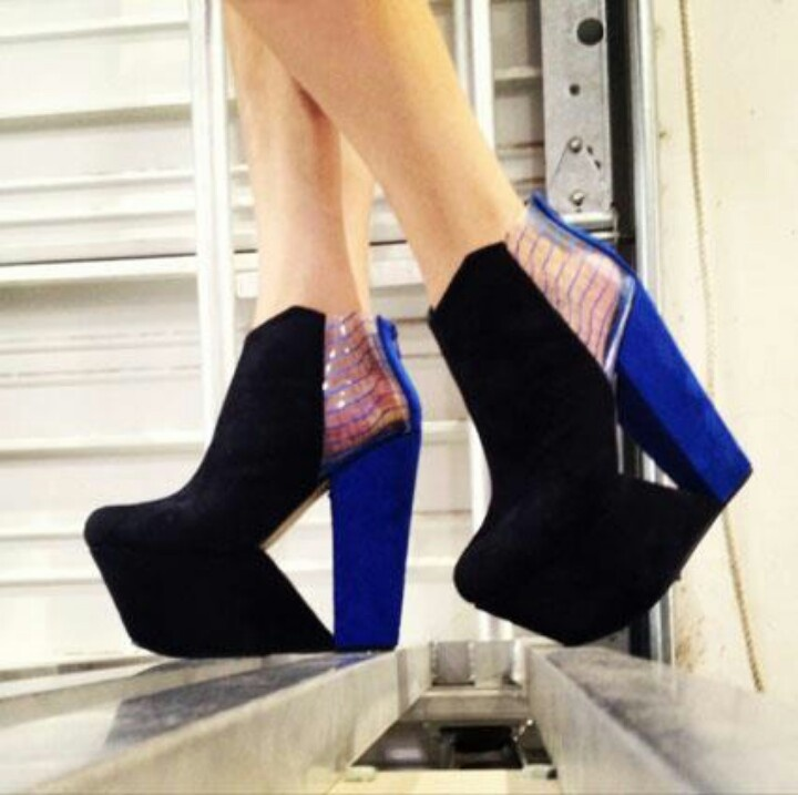 New~NWOB~FRANCO SARTO L-Acre Suede, Patent Wedge Open